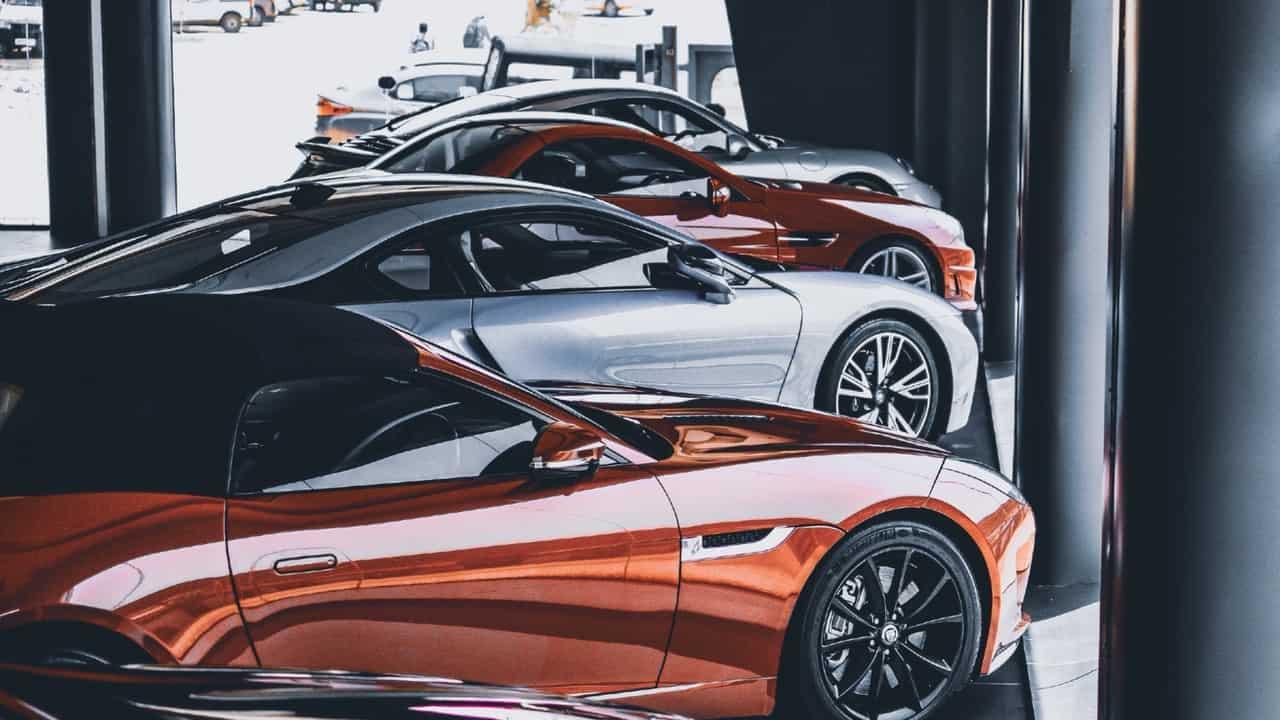 Jak sprzedawać samochody za pomocą serwisu LinkedIn? Poradnik!
